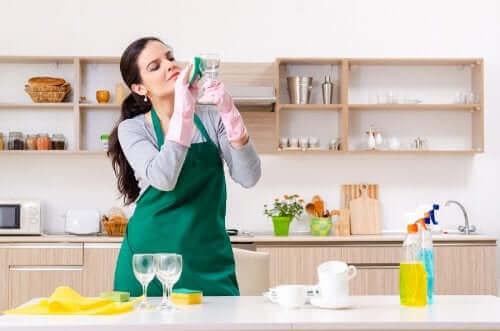 玻璃清潔劑你不知道的五種其他用途