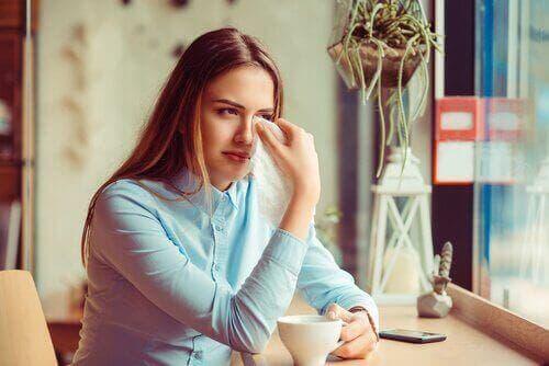 女人哭泣離婚創傷