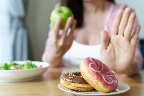 女人吃健康食物