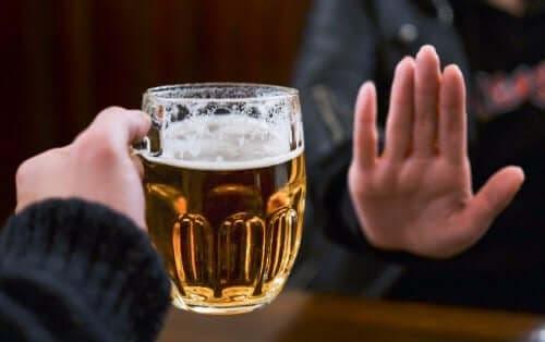 女性不喝酒精