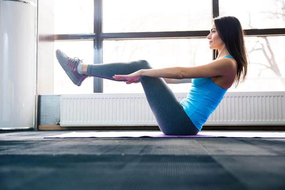 鍛鍊腹肌的瑜珈姿勢