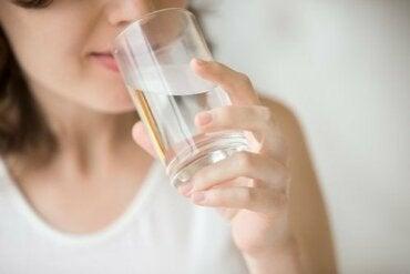 空腹喝水對健康的影響