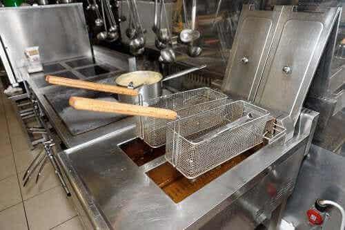 如何輕鬆清潔油炸鍋