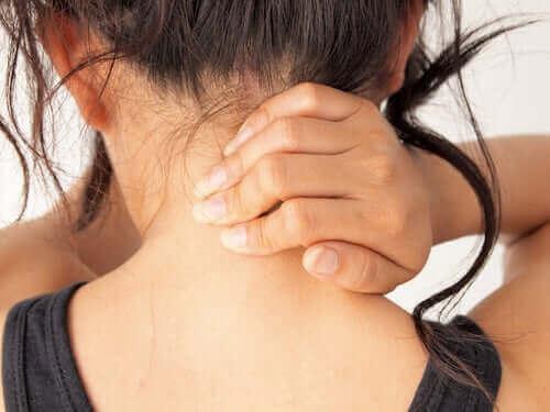 女人脖子痛