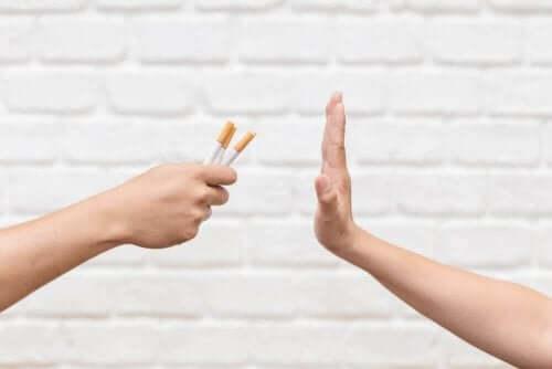 人們對抽煙說不