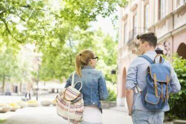 學校書包和背痛