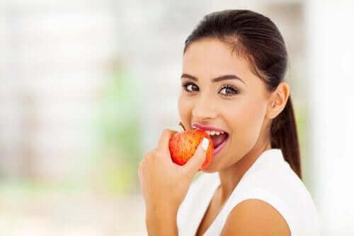 女人吃蘋果
