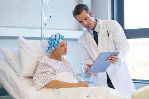 女人與癌症醫生