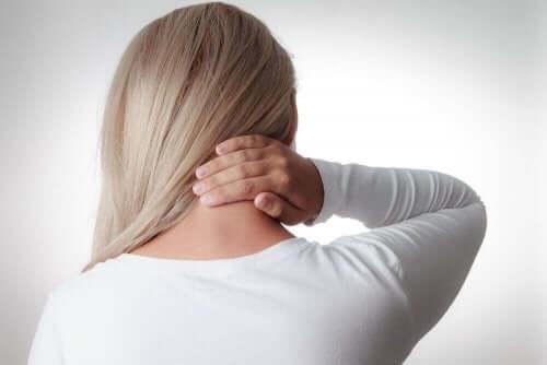 女人脖子僵硬