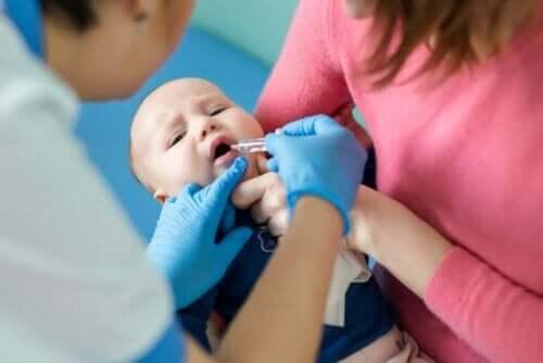 嬰兒小兒麻痺疫苗