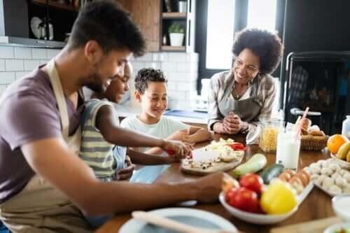 家人一起煮飯