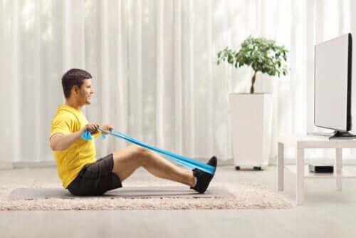 增强背部力量的彈力帶運動