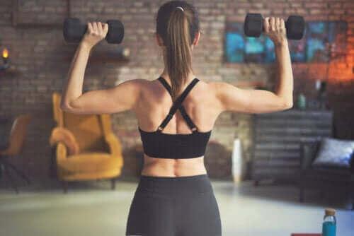 最佳啞鈴背部運動